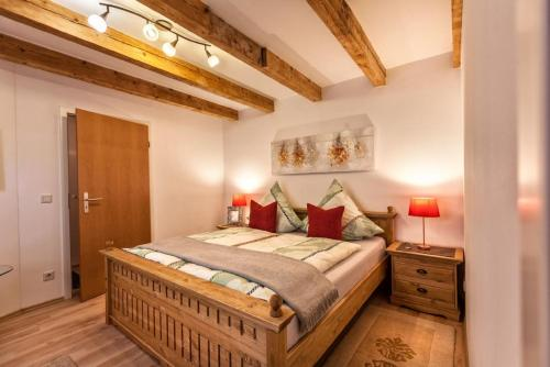 A bed or beds in a room at Ferienhaus am Mittertor