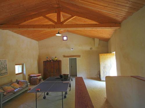 Tennis de table au sein de l'établissement Le Serre Des Granges-Plus ou à proximité