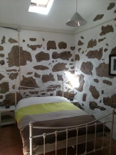 A bed or beds in a room at Quinta da Barroquinha