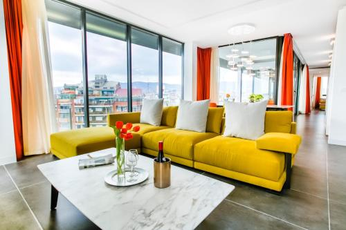 A seating area at Cosmo Apartments Sants