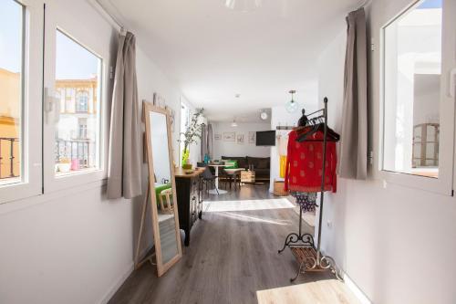 COME TO SEVILLA Suites del Arenalにあるキッチンまたは簡易キッチン