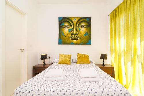 A bed or beds in a room at Villa del Sur Luxury Casasol