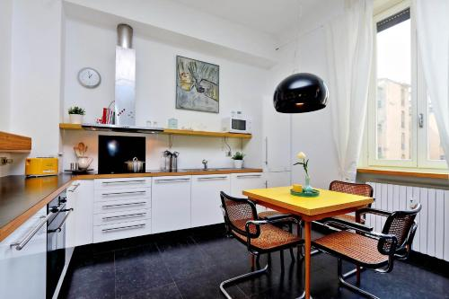 A kitchen or kitchenette at ALTIDO City Life house
