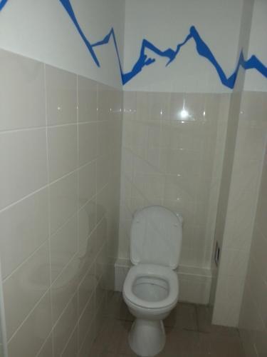 A bathroom at Hostel Ural Rover on Krylova
