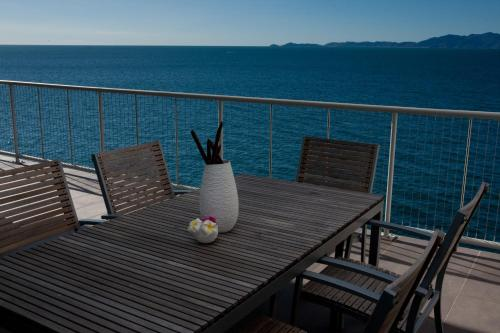 A balcony or terrace at Penthouse on Bright Point