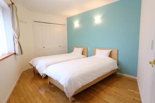 A bed or beds in a room at Tabinoteitaku Zao Miyagi HOMANN CONCEPT