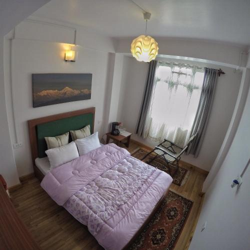 A bed or beds in a room at Hub Adventure Homestay
