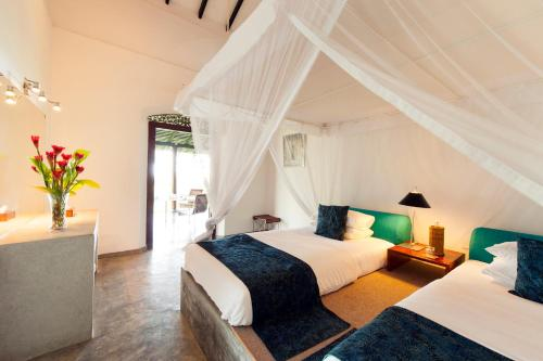 A bed or beds in a room at Apa Villa Thalpe