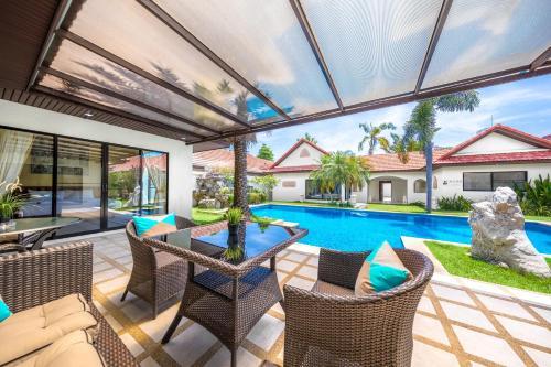 The swimming pool at or near View Talay Pool Villa Pattaya