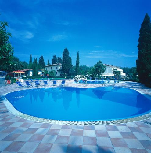 Het zwembad bij of vlak bij Camping Sirmione