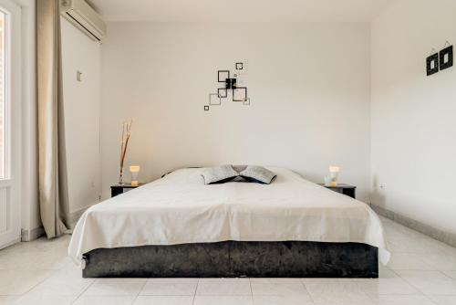 A bed or beds in a room at Apartmani Bavaria