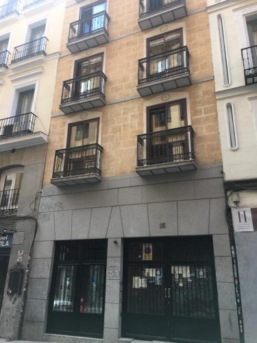 Gedung tempat apartemen berlokasi