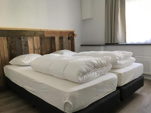 A bed or beds in a room at Residence het Centrum