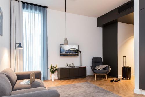 Ein Sitzbereich in der Unterkunft SMARTments business Berlin City West