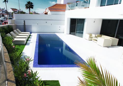 The swimming pool at or close to Villas Flamingo Resort