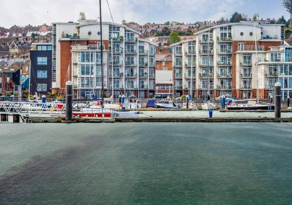 Waterside Apartment in Cowes, Isle of Wight, England