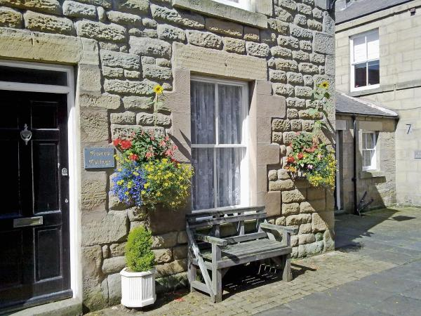 Tweed Cottage in Alnwick, Northumberland, England