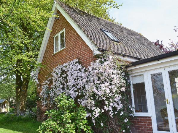 Garden Cottage in Chichester, West Sussex, England