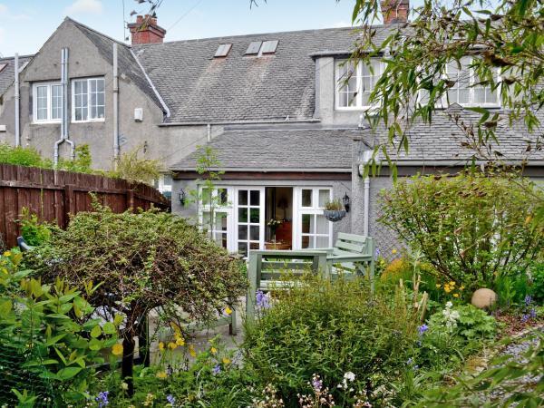 Garden Cottage in Bearsden, East Dunbartonshire, Scotland