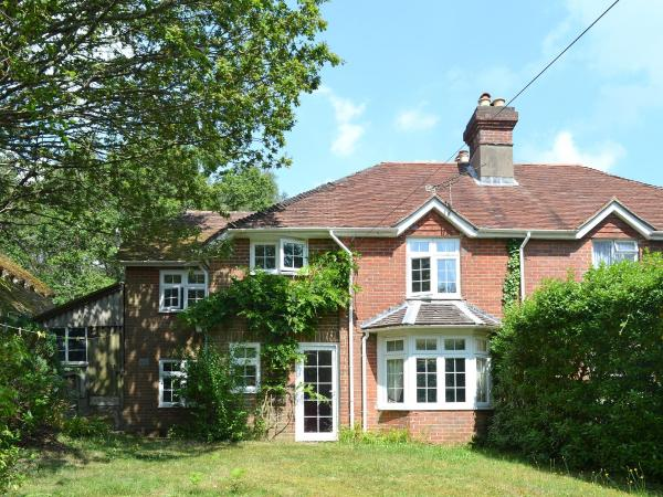 Upper Bunkers Hill Cottage in Lyndhurst, Hampshire, England
