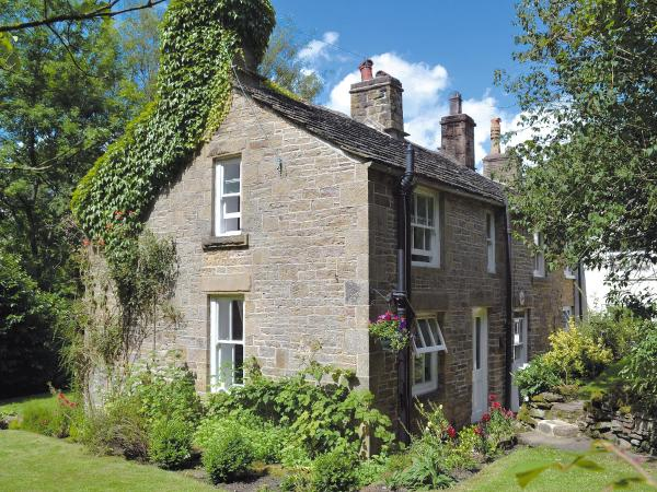 Drum And Monkey Cottage in Chapel en le Frith, Derbyshire, England