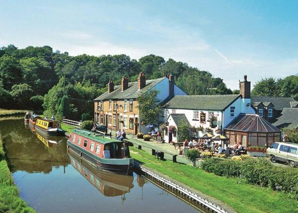 Caldon Canal Cottage in Cheddleton, Staffordshire, England