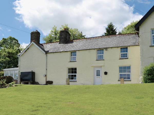 Groudd Hall Cottage in Cerrig-y-Druidion, Conwy, Wales