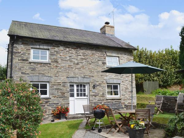 Yet Farm Cottage in Cenarth, Carmarthenshire, Wales
