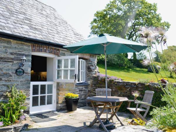 Shamrock Cottage in Cenarth, Carmarthenshire, Wales