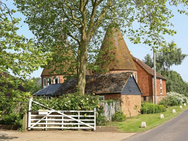 Potts Farm Oast in Tenterden, Kent, England