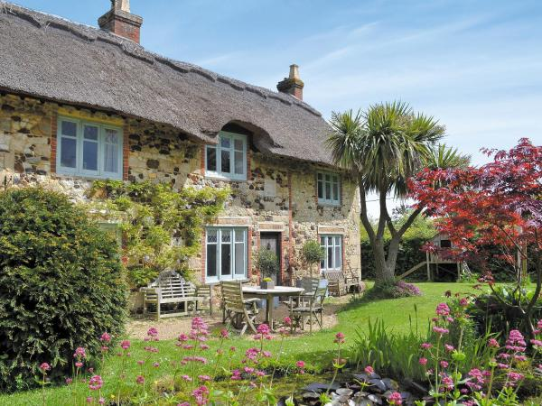 Priory Cottage in Freshwater, Isle of Wight, England
