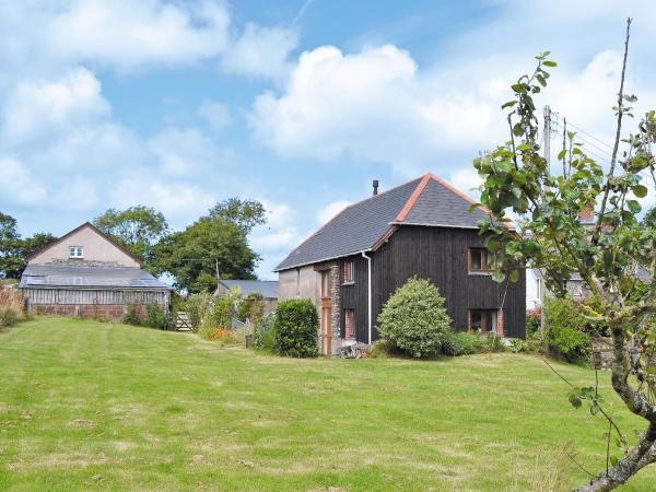Orchard Barn in Buckland Brewer, Devon, England
