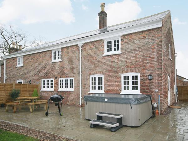 Chestnut Cottage in Wainfleet All Saints, Lincolnshire, England