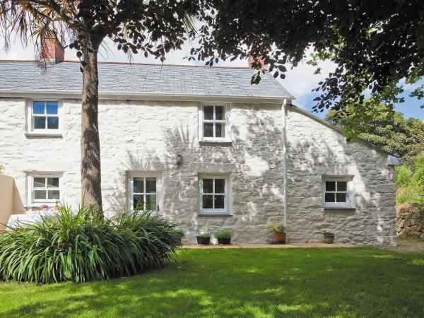 2 Woodford Cottages in Marazion, Cornwall, England