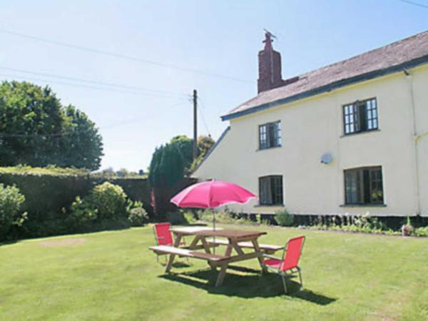 Churchtown Farm Cottage in West Anstey, Devon, England