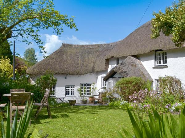 The Thatch Cottage in South Petherwin, Cornwall, England