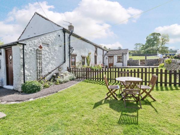 School Farm Cottage in Chelmorton, Derbyshire, England