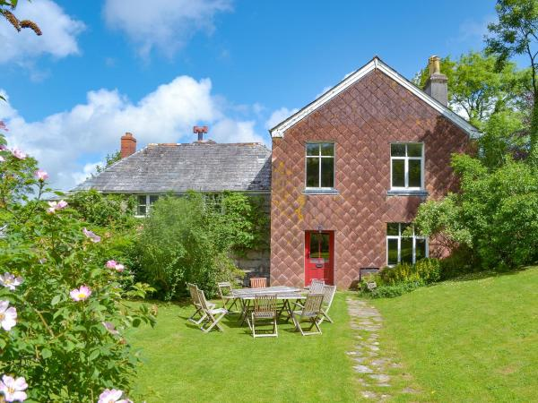 Carneadon Farmhouse in Launceston, Cornwall, England