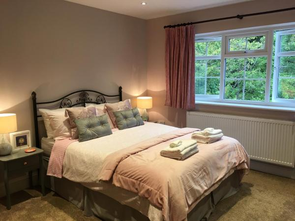 Leafy Suburban Bed and Breakfast in Rickmansworth, Hertfordshire, England