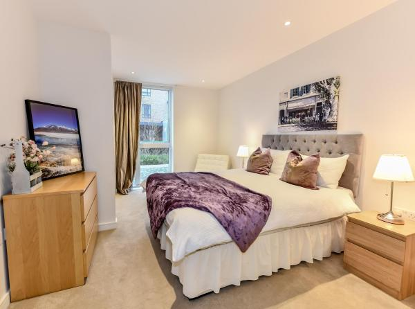 Grand Apartments - Kew Bridge in London, Greater London, England
