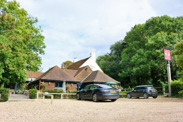 Cromwell Arms Country Pub with Rooms in Romsey, Hampshire, England