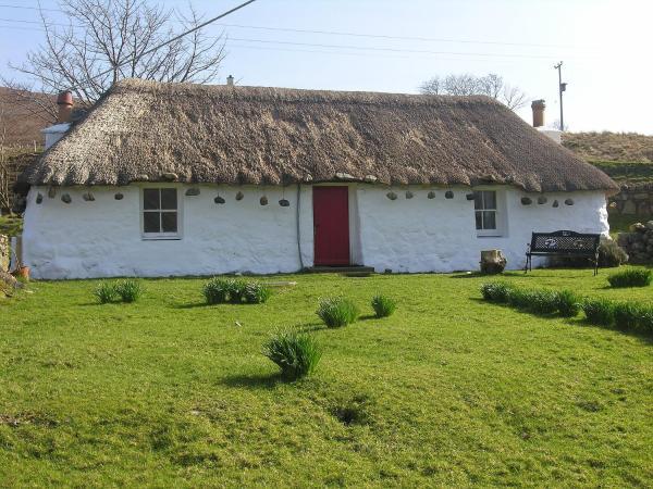 Katie Ann's Thatched Cottage in Dunan, Highland, Scotland