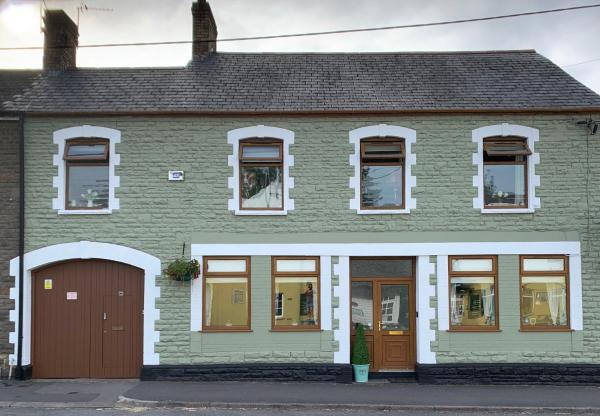 Mill Road Vacation Apartment in Cardiff, Glamorgan, Wales