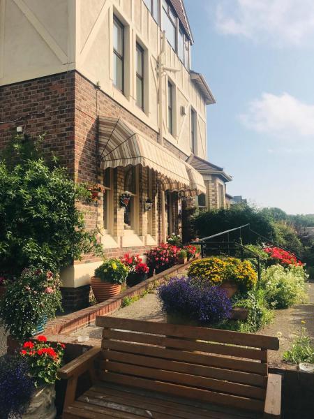 Bebington Hotel in Bebington, Merseyside, England