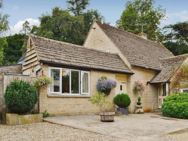 Deer Park Cottage in Hatherop, Gloucestershire, England
