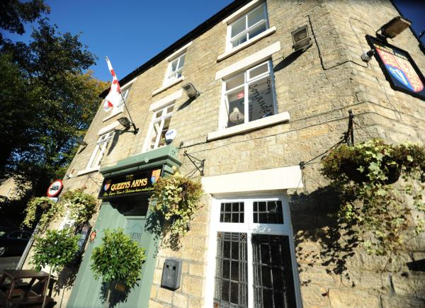 Queens arms country inn in Glossop, Derbyshire, England