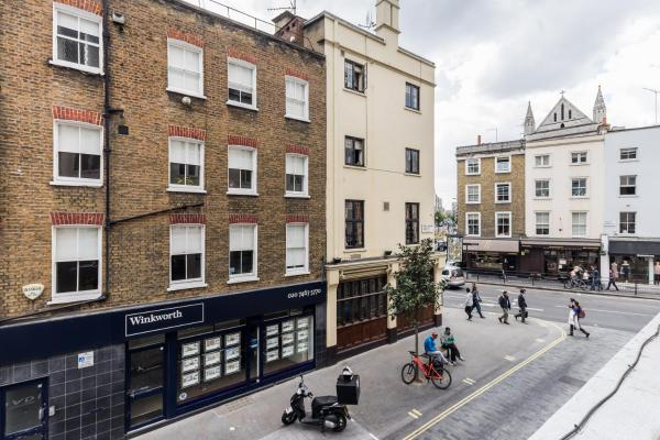 2 Bedroom Flat Marylebone High Street in London, Greater London, England