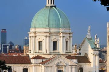 Brescia: Noleggio auto in 4 luoghi per il ritiro