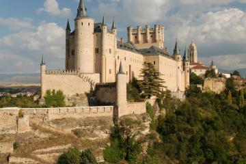 Segovia: Car rentals in 2 pickup locations