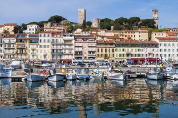 Cannes: Car rentals in 6 pickup locations